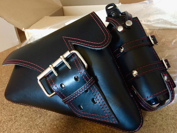 La Rosa Design製 シングルベルト・本革スイングアームバッグ  ブラック/レッドステッチ ボトルホルダー付とフュエルボトル